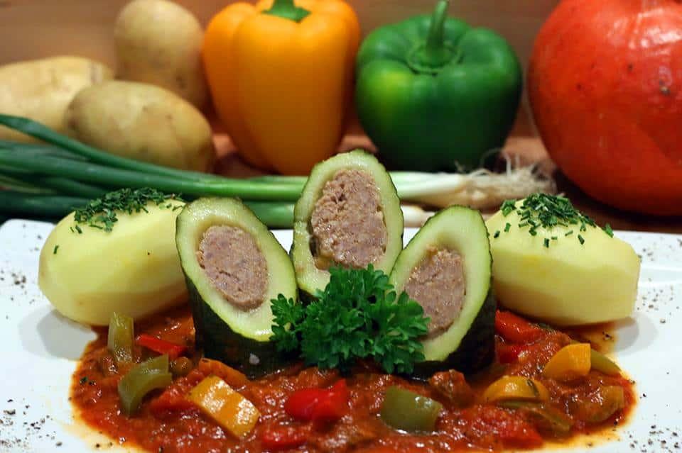 Rezept Geschmorte gefüllte Zucchini