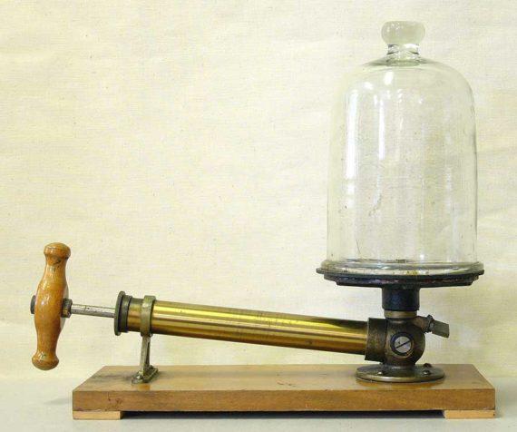 Kolbenluftpumpe, der Ur-Vakuumierer