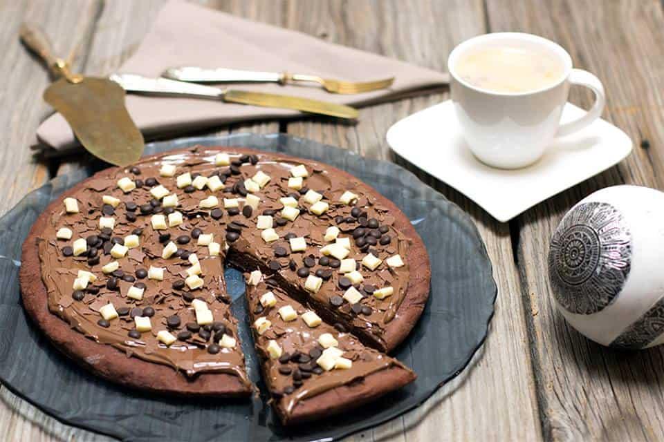 schoko pizza pizza dolce al cioccolato rezept. Black Bedroom Furniture Sets. Home Design Ideas
