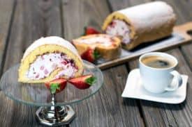 Blogbeitrag Erdbeer Sahne Roulade