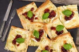 Brie Preiselbeer Flammkuchen