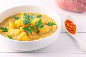 Süßkartoffel Linsen Suppe mit Kokosmilch