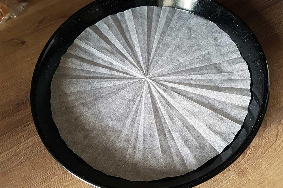 Rezept Boden einer Tortenform richtig auslegen