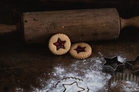 Weihnachtskekse mit Marmelade
