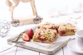 Erdbeer Rhabarber Blechkuchen