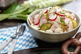 Sommerlicher Weißwurstsalat